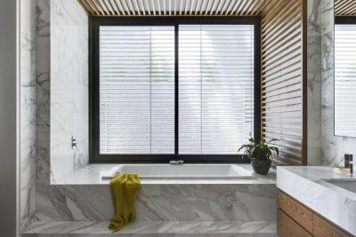 install-venetian-blinds